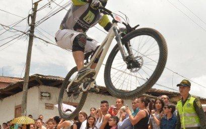 Feria de deportes en Villamaría con las fiestas de la Horticultura