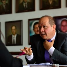 Candidatos a representantes de los administrativos ante el Consejo Superior, haciendo historia